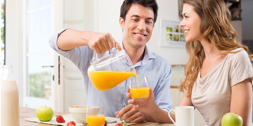 ¿Por qué debes incluir el zumo de naranja en tu desayuno?